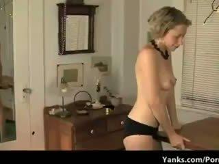 Lonely inang kaakit-akit fucks a table until she orgasms