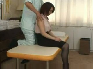 Ýapon mekdep gyzy gets fucked by her massager