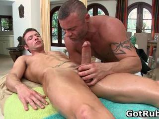 Super sexy guy gets sexy cuerpo massages
