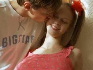 Mamalhuda letã jovem grávida having cu dildoed