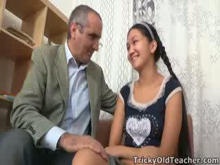 Tricky γριά δάσκαλος gets επάνω να του nuts σε ασιάτης/ισσα μουνί