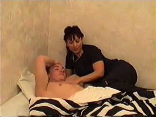 Ibu wakes anak untuk seks