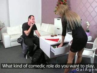 Female agent gets sborrata su suo gamba da guy su provino