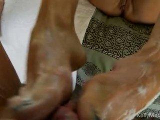 Kelly madison strokes impure cleft και jerks επί ένα χοντρός/ή knob