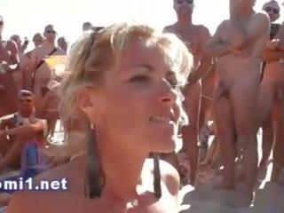 Naomi смоктати публічний пляж stranger, безкоштовно порно bd