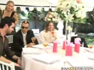 Yang pengantin perempuan gets fucked oleh unknown guest