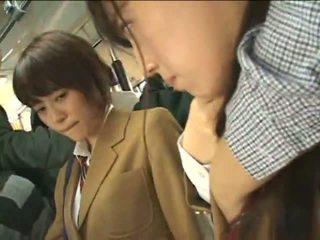 Masyarakat perverts harass jepang schoolgirls di sebuah melatih