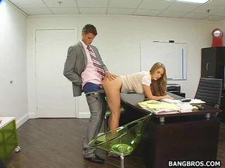 Chaud secrétaire bent sur