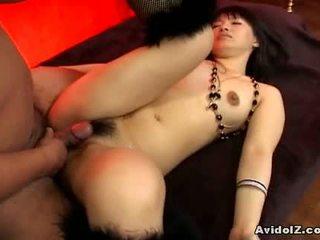 Akane ozora gets molemmat of hänen holes fucked1