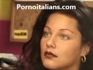 Italiana dama licking peluda coño mojada polla craving