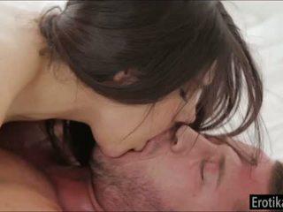 Tettona valentina nappi enjoys wakeup sesso