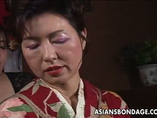 Asiatisk eldre bitch has en rope session til tåle: porno f5