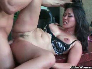 Aziāti mammīte jessica bangkok takes cumload uz mute