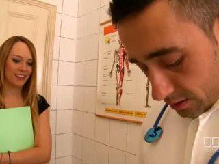 Blue perişde and katia de lys have a ýabany 3 adam at the clinic