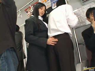 Saori hara itu thailand stunner gives sebuah jilatan di itu subway