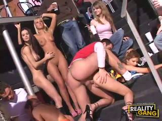 مجموعة الجنس, اللسان, طقوس العربدة