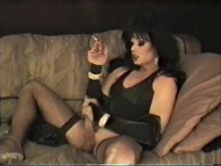 Пушене сцени от а lingeried cd