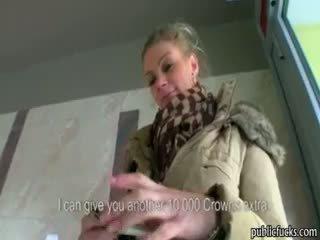 Stor pupper eurobabe adele knullet til penger