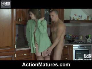Pha của video qua hành động matures