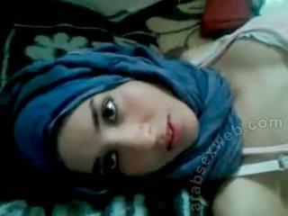 Goergeous arab bé với bf-asw1039