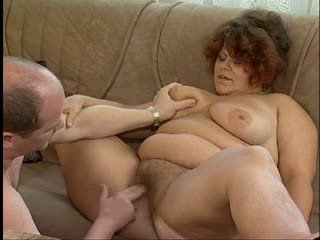 Magnificent товста titted волохата бабуся