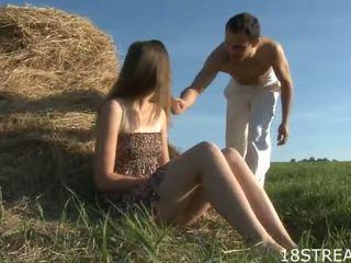 Venäläinen nainen acquires jotkut raskas shagging ulkona