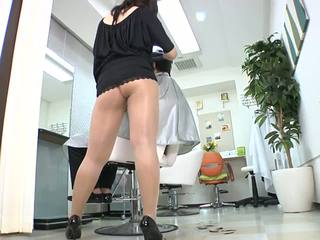 Reiko nakamori sexy barber i strømpebukse