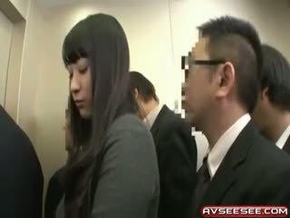 Дуже сексуальна і гаряча японська дівчина ебать відео