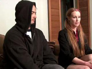Darby daniels-parole uradnik gets knocked out s parolee