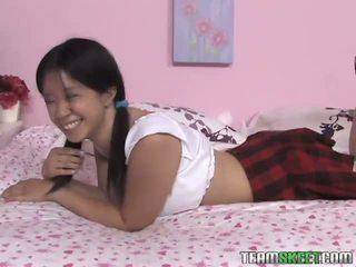 Kakaiba tinedyer asia zo slowly strips at gives a good