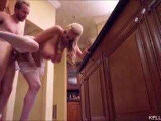 Kelly madison heats para cima o cozinha com dela grande tetas