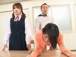 Jefa bangs su secretaria