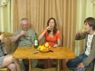 Pure 俄 家庭 性別 視頻