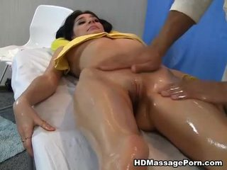 Massasje leads til hot sex