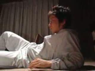 日本語 男孩 fucks 他的 步 母親 視頻