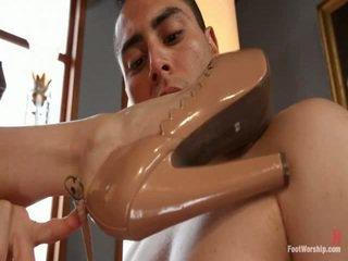 foot fetish, μικρά βυζιά, λατρεία ποδιών