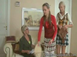 Mrs. hudson pets springy chest 의 비탄 coeds natasha 과 karina.