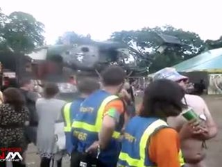 Female নিরাপত্তা guards সঙ্গে নগ্ন মেয়েরা & guys মধ্যে