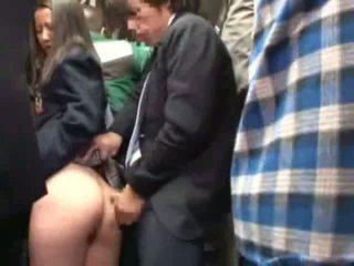 Écolière peloté par stranger en une crowded bus