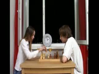 Ivana hrát chess a po souložit