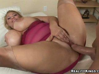 gros seins, hardcore, trentenaire