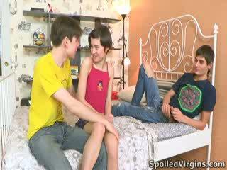 Martina isn't precej prepričan kako things are going da go, vendar ona knows she's going da izgubijo ji virginity