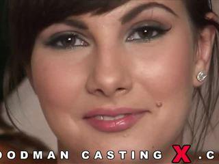 Bunette geniet anaal casting