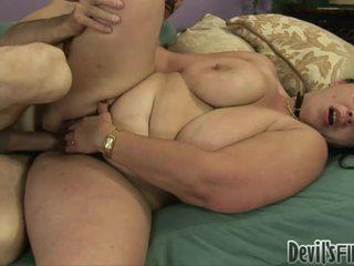 हॉर्नी overweight महिला acquires उसकी हेरी twat damaged द्वारा एक stranger