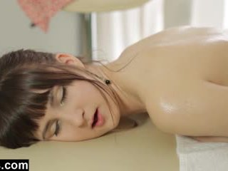 Massagen therapist gets en avrunkning reward