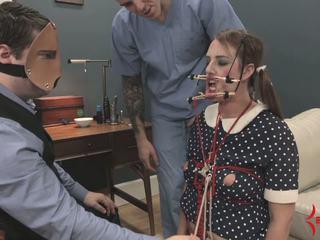 Deranged кукла момиче gets лице и дупе прецака