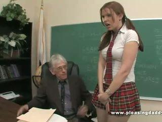 Pelajar fucks menjijikan tua guru untuk lulus kelas