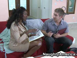 Krūtainas melnas porno modele nyomi banxxx wants the whitey