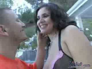Нищо hotter от having а voluptuous латино hottie с голям естествен цици titties пъпеши titties