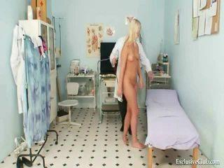 Abricot examen de an gracious chaud blonde